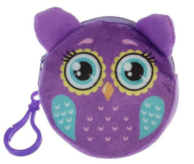 Кошелек детский СовушкаИгрушки<br>Плюшевый кошелёк пригодится каждому ребёнку. В этом аксессуаре удобно хранить мелкие и очень нужные вещи, такие как ключи или мелочь. Молния надёжно сохранит всё содержимое внутри, а с помощью карабина малыш прикрепит мини-сумочку к одежде или рюкзачку.<br><br>Год: 2017<br>Высота: 90<br>Ширина: 90<br>Толщина: 10
