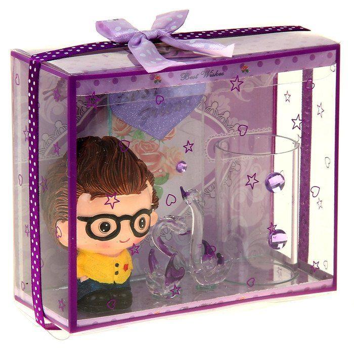 Сувенир-карандашница Малышка и лебеди, световой, миксКанцелярские подарочные наборы<br>Этот товар можно преподнести в качестве подарка к празднику.Материал: полистоун, стекло.Товар представлен в ассортименте. Выбор конкретных цветов и моделей не предоставляется.<br><br>Год: 2017<br>Высота: 120<br>Ширина: 140<br>Толщина: 50
