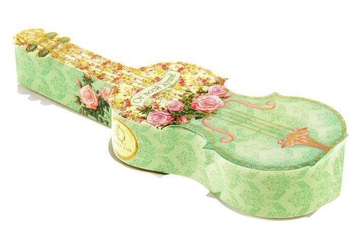 Набор мыльных лепестков От всей души!Шкатулки, копилки, статуэтки<br>Подарочный набор От всей души состоит из 7 ароматизированных мыльных лепестков в виде бутонов роз, в подарочной коробке в виде гитары.Это не просто красивая дизайнерская вещь, но и идеальное место для хранения мелочей, бижутерии. Набор станет изысканным...<br><br>Год: 2016<br>Высота: 285<br>Ширина: 95<br>Толщина: 40