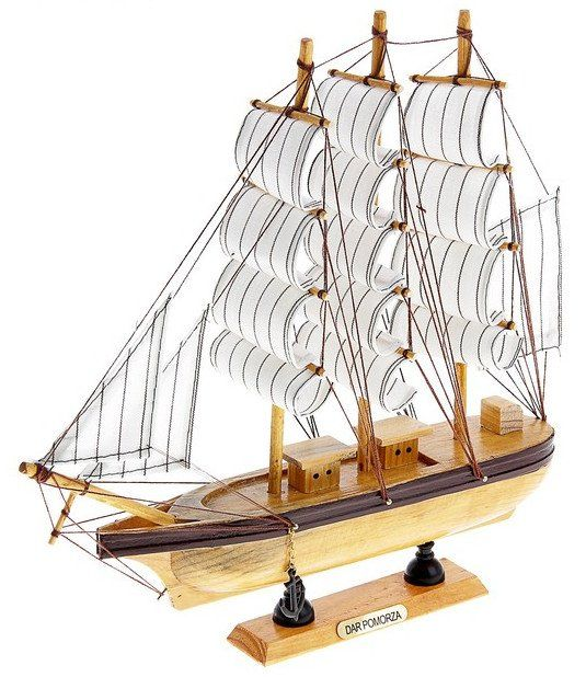 Корабль сувенирный, светлые бортаАксессуары и сувениры<br>Корабль имеет борт светлое дерево с коричневой полосой, три мачты, две каюты, белые паруса с полосой. Сувенир займет достойное место в любом доме, офисном пространстве или в рабочей зоне.Материал: дерево.Этот товар можно преподнести в качестве подарка к п...<br><br>Год: 2016