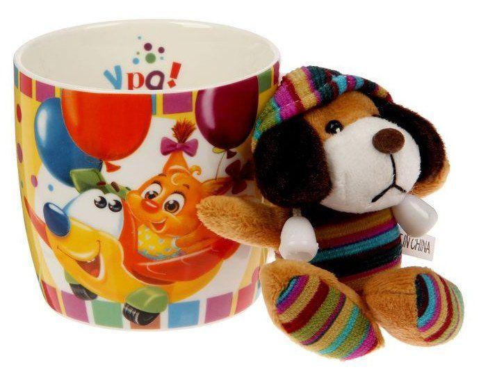 Кружка с игрушкой С Днем рожденияПодарки для кухни<br>Оригинальная кружка - замечательный подарок на любой случай. Стильное оформление и яркие цвета сделают эту кружку запоминающимся подарком к любому празднику. Сувенир дополнен мягкой игрушкой высотой 9 см. Объем 250 мл.Материал: керамика.Упаковка: картонна...<br><br>Год: 2017<br>Высота: 90<br>Ширина: 150<br>Толщина: 90