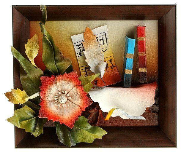 Картина из искусственной кожи КнигиАксессуары и сувениры<br>Предлагаем вашему вниманию объёмную картину ручной работы. Композиция из искусственной кожи - это роскошный подарок, который будет уместен и как презент на свадьбу, и как знак уважения боссу.Материал: пластик, искусственная кожа.<br><br>Год: 2017<br>Высота: 270<br>Ширина: 320
