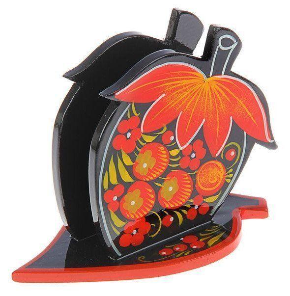 Салфетница Ягода, хохломаПодарки для кухни<br>Салфетница Ягода, хохлома изготовлено из дерева и расписано вручную без предварительной разметки традиционными элементами: красные сочные ягоды рябины и земляники, цветы и ветки. Благодаря этому изделие уникально, и рисунок каждый раз отличается от пред...<br><br>Год: 2017<br>Высота: 105<br>Ширина: 140<br>Толщина: 85