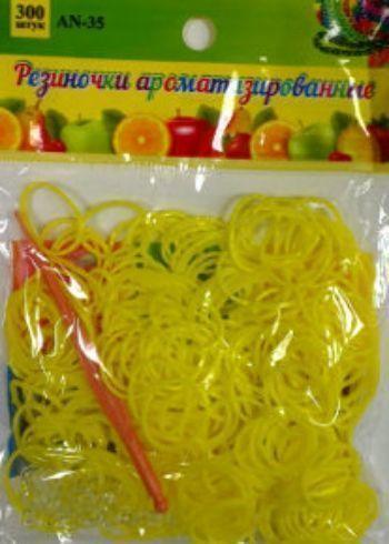 Резиночки для плетения браслетов, желтые, ароматизированные, 300 шт.Украшения своими руками<br>Красочный набор для плетения браслетов из ароматизированных разноцветных резиночек порадует каждого ребенка, ведь с помощью компактного набора можно создать оригинальное украшение или приятный подарок для себя и близких.В наборе: 300 резинок, крючок, клип...<br><br>Год: 2015