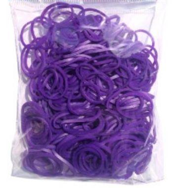 Резиночки для плетения браслетов, фиолетовые, ароматизированные, 300 шт.Украшения своими руками<br>Красочный набор для плетения браслетов из ароматизированных разноцветных резиночек порадует каждого ребенка, ведь с помощью компактного набора можно создать оригинальное украшение или приятный подарок для себя и близких.В наборе: 300 резинок, крючок, клип...<br><br>Год: 2015