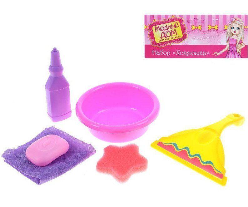 Игровой набор Помощница, 6 предметовИгры и игрушки<br>Игровой набор предназначен для девочек с 2-х лет.В набор Помощница входит:- тазик;- щётка для мытья окон;- губка;- мыло;- средство для уборки;- полотенце.Материал: пластик.<br><br>Год: 2016<br>Высота: 180<br>Ширина: 150<br>Толщина: 50