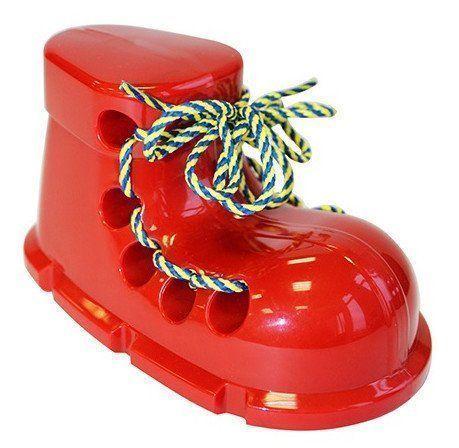 Игрушка-шнуровка БотинокИгры и игрушки<br>Завязывание шнурков для малыша - то еще испытание. Не один день пройдет, прежде, чем ребенок сможет ловко завязывать шнурки на собственной обуви, однако со тренажером шнуровкой процесс обучения станет невообразимо проще. С ним можно не только учиться завя...<br><br>Год: 2018<br>Высота: 150<br>Ширина: 60<br>Толщина: 85
