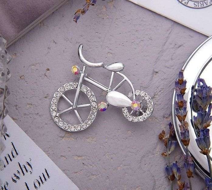 Брошь Велосипед, радужная, в серебре